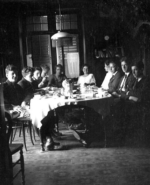diningroom-1921